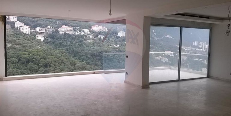 Duplex 440m2 with terrace in Kfar Hbeib