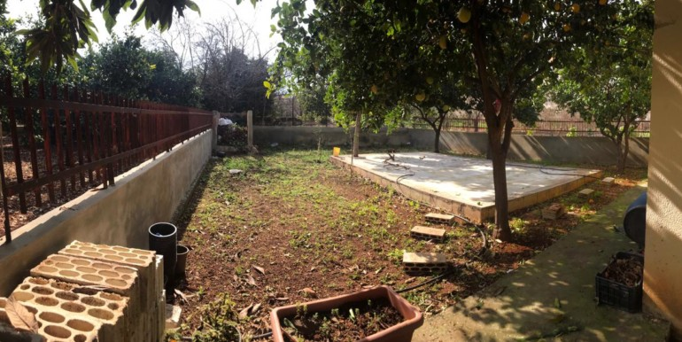 Land with 2 floors building for sale in Zgharta