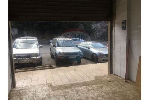 commercial shop 370m2 for sale in bikfaya